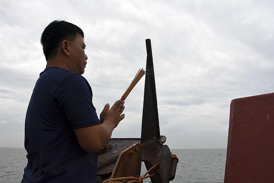Một chủ tàu tham gia Đoàn Nghinh Ông dâng hương