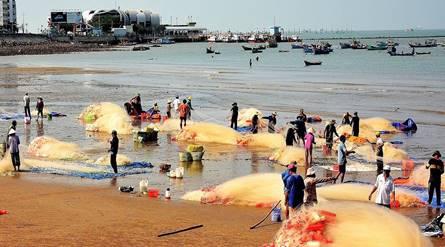 Du lịch Vũng Tàu - Neo đậu của tàu thuyền gây mất an toàn tại Bãi Trước