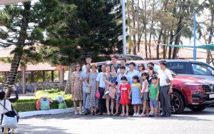 Du lịch Vũng Tàu - Khách du lịch chụp hình lưu niệm tại KDL Biển Đông