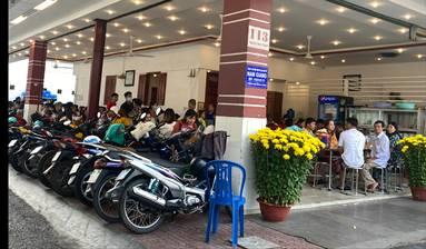 Quán ăn trên đường Hoàng Hoa Thám đông khách