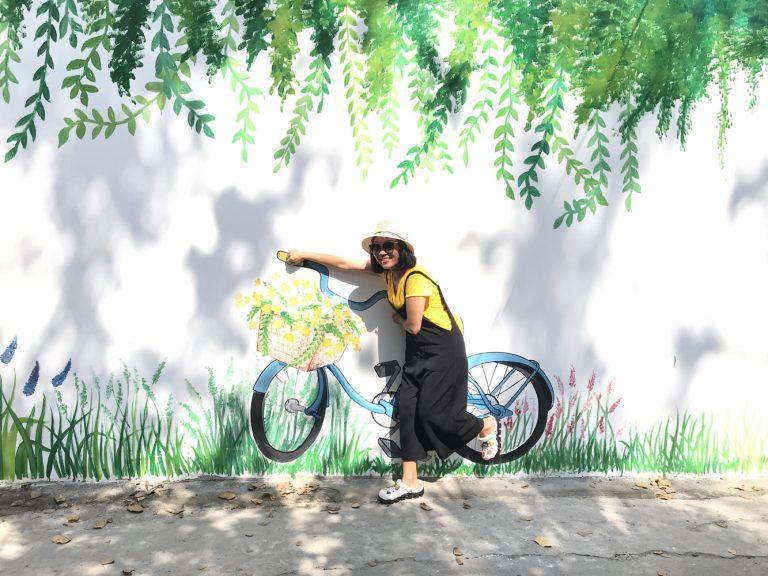 Tạo hình bên xe đạp.
